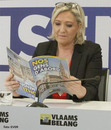 Saluting the flag Vlaams_Belang_Marine_Le_Pen_Web.